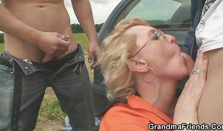 Amateur deutsche pornovideos Brünette Teen in Brille vor der Kamera