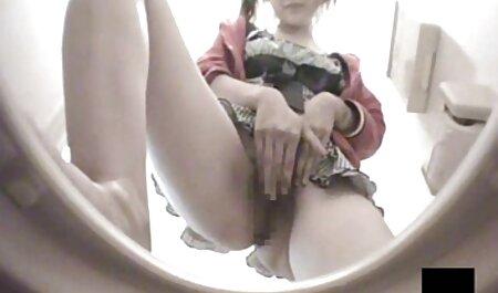 Kathryn deutsche porno videos hd schüttelt ihre vollbusigen Titten und masturbiert vor der Kamera