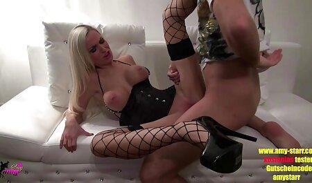Sie wird pornovideos mit reifen frauen abgeholt und gefickt