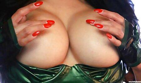 Hübsches Mädchen mit großen natürlichen Brüsten und haariger pornovideos xxl Fotze