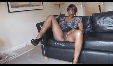 Chaturbate Cam Girl spielt sm pornovideos mit Titten und Muschi