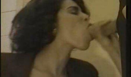 Attraktive Brünette saugt für pornovideos umsonst Geld