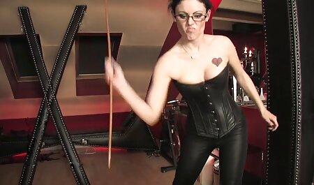 BDSM spielen mit sexy blonden MILF in sexy schwarzen porno videos herunterladen Strümpfen