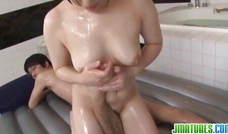Ebenholz Nymphomanin oma pornovideos mit rundem Arsch bekommt grobe Doggystyle Ficken am Pool
