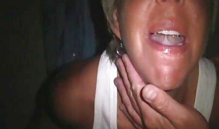 Handjob im Auto deutsche porno videos kostenlos auf dem Supermarktparkplatz
