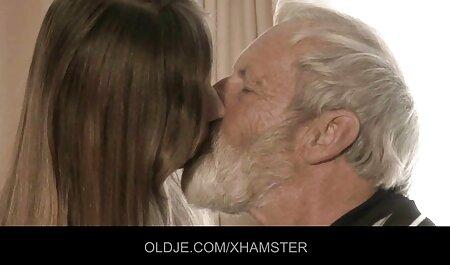 Blonde Hottie von 2 deutsche pornovideos Schwänzen geteilt