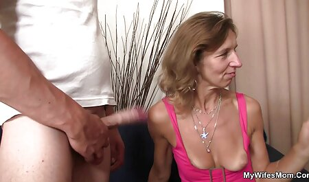 Wunderschöne MILF porno videos zum runterladen verführt einen jüngeren Mann