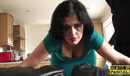 Heiße porno videos kostenlos Brünette mit schönen Titten spreizt ihre Beine für die Finger des Typen und fickt dann