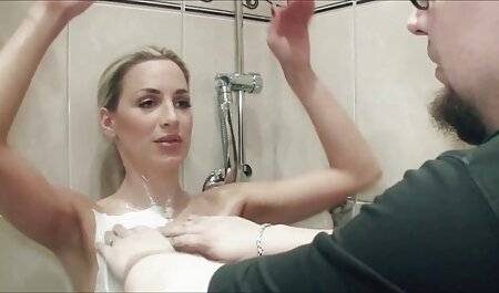 Blondine kurze porno videos mit schönen Titten und haariger Muschi