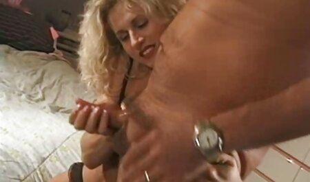 Sex deutscher pornovideos verrückte MILF Gags auf weißen Schwanz
