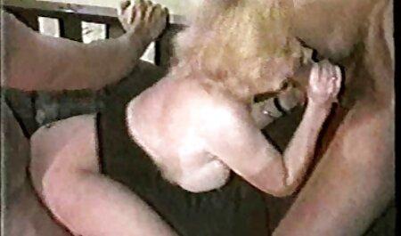 Krankenschwester harte pornovideos in Latexhandschuhen gibt einen Handjob
